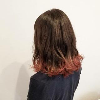 レッド 透明感 ピンク グラデーションカラー ヘアスタイルや髪型の写真・画像
