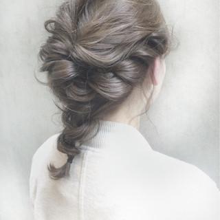 ロングのまとめ髪で簡単に女子力がアガるヘアアレンジ♡