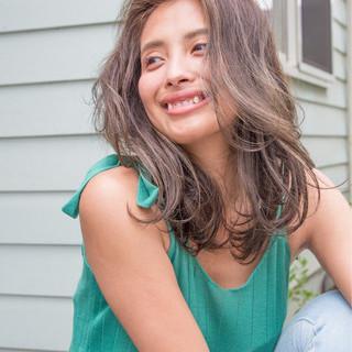 ミディアム 小顔 ニュアンス リラックス ヘアスタイルや髪型の写真・画像