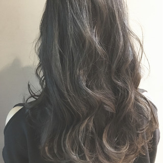 ハイライト ナチュラル アッシュ グラデーションカラー ヘアスタイルや髪型の写真・画像