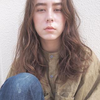 透明感 ロング リラックス アンニュイ ヘアスタイルや髪型の写真・画像 ヘアスタイルや髪型の写真・画像