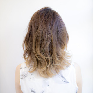 レイヤーカット ガーリー 波ウェーブ ミディアム ヘアスタイルや髪型の写真・画像