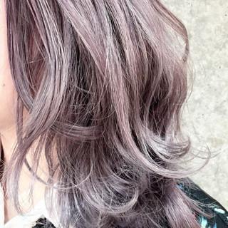 ミディアム ナチュラル ハイトーン ハイトーンカラー ヘアスタイルや髪型の写真・画像