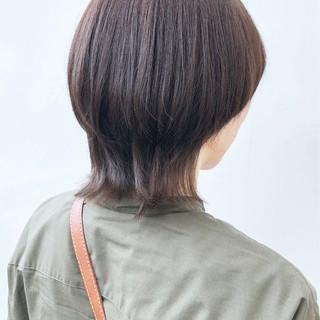 ミディアム カーキ デート マッシュウルフ ヘアスタイルや髪型の写真・画像