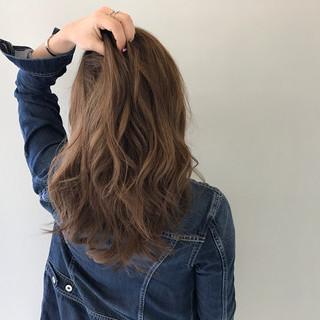 ミルクティー ハイトーン ミディアム 外国人風カラー ヘアスタイルや髪型の写真・画像