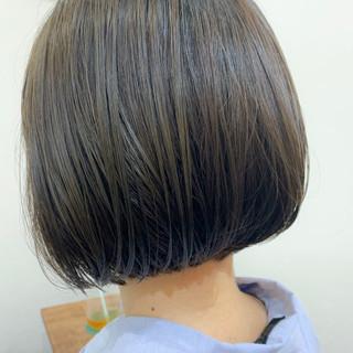 カーキアッシュ ショートヘア 切りっぱなしボブ ショートボブ ヘアスタイルや髪型の写真・画像