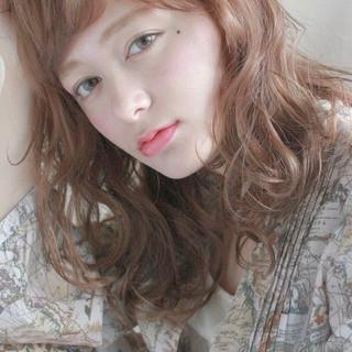 ウェーブ パーマ ゆるふわ ミディアム ヘアスタイルや髪型の写真・画像