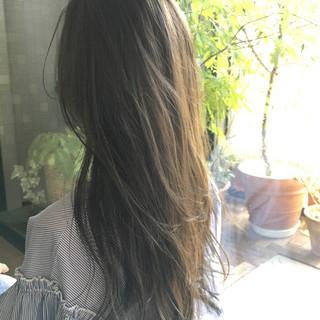 グレージュ ロング ハイライト 外国人風 ヘアスタイルや髪型の写真・画像