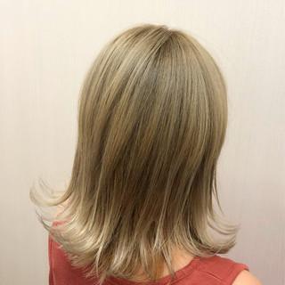 シルバー ベージュ グレージュ 外国人風カラー ヘアスタイルや髪型の写真・画像