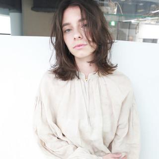 ミディアム 暗髪 外国人風 ナチュラル ヘアスタイルや髪型の写真・画像
