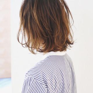 バレイヤージュ グラデーションカラー ハイライト パーマ ヘアスタイルや髪型の写真・画像