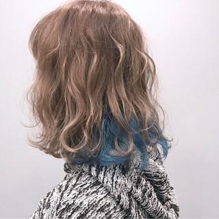 ストリート ミディアム インナーカラー グレージュ ヘアスタイルや髪型の写真・画像