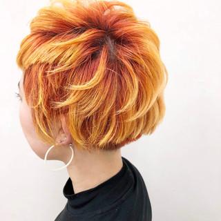 オレンジ ショート 個性的 カラフルカラー ヘアスタイルや髪型の写真・画像