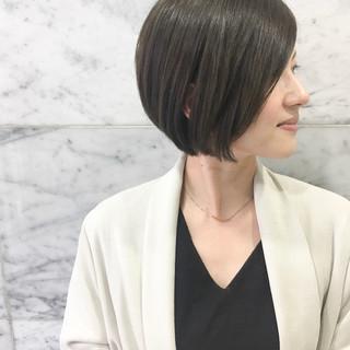 ショートボブ ショート カーキアッシュ ナチュラル ヘアスタイルや髪型の写真・画像