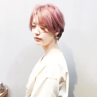 ショートヘア ベリーピンク ピンクアッシュ ショート ヘアスタイルや髪型の写真・画像