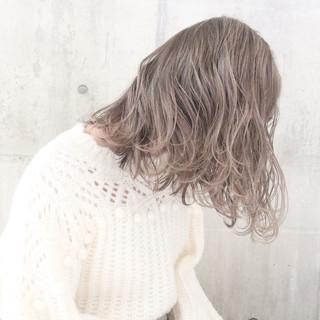 ミルクティーグレージュ ナチュラル 外国人風カラー ミディアム ヘアスタイルや髪型の写真・画像 ヘアスタイルや髪型の写真・画像