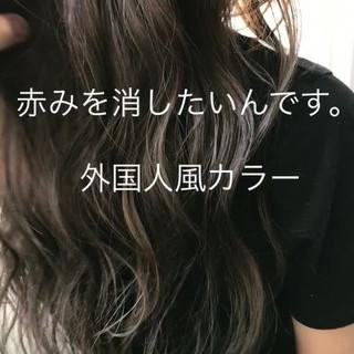 アッシュ ハイライト グレージュ 外国人風 ヘアスタイルや髪型の写真・画像