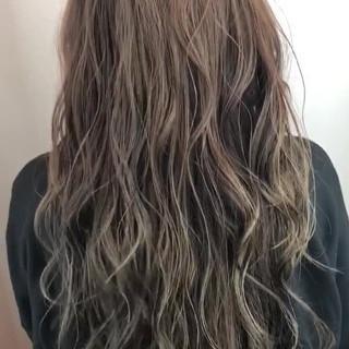 透明感 オシャレ アッシュグラデーション ロング ヘアスタイルや髪型の写真・画像