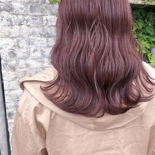 ピンクベージュ ピンクカラー ピンクブラウン ナチュラル ヘアスタイルや髪型の写真・画像