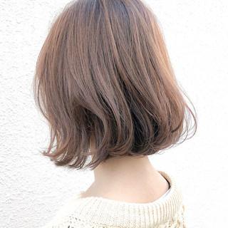 切りっぱなしボブ ボブ 外ハネボブ ベージュ ヘアスタイルや髪型の写真・画像