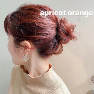 ミディアム お団子アレンジ アンニュイほつれヘア オレンジベージュ ヘアスタイルや髪型の写真・画像
