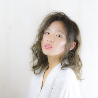 フェミニン 涼しげ 夏 グレージュ ヘアスタイルや髪型の写真・画像
