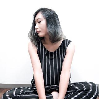 ミディアム グラデーションカラー ブルージュ ナチュラル ヘアスタイルや髪型の写真・画像