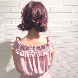 ピンク セミロング ヘアアレンジ 簡単ヘアアレンジ ヘアスタイルや髪型の写真・画像 ヘアスタイルや髪型の写真・画像