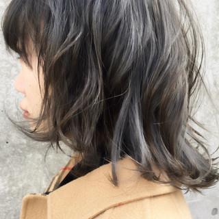 ブリーチ 暗髪 グレー ストリート ヘアスタイルや髪型の写真・画像
