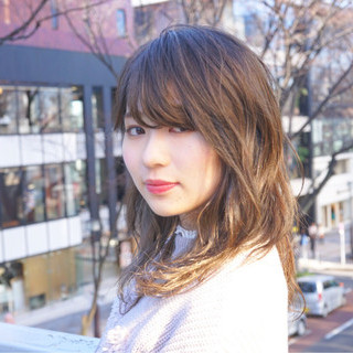 透明感 ロング オフィス アッシュ ヘアスタイルや髪型の写真・画像