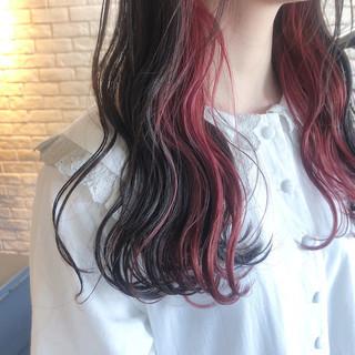 ロング チェリーレッド インナーカラー インナーカラーレッド ヘアスタイルや髪型の写真・画像