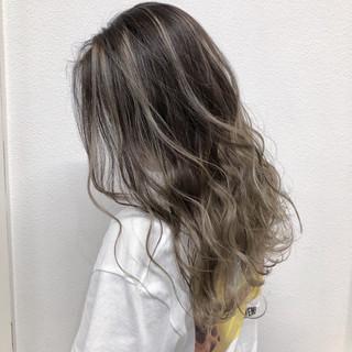 セミロング ハイライト 透明感 外国人風フェミニン ヘアスタイルや髪型の写真・画像
