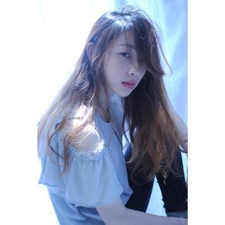 アンニュイ リラックス フリンジバング ガーリー ヘアスタイルや髪型の写真・画像
