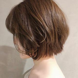 デート 小顔ショート ショコラブラウン ナチュラル ヘアスタイルや髪型の写真・画像 ヘアスタイルや髪型の写真・画像