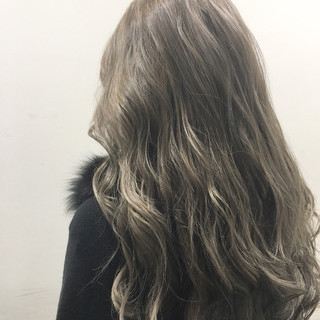 ストリート ハイライト アッシュ ブラウン ヘアスタイルや髪型の写真・画像