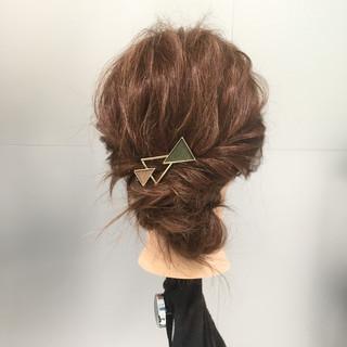 ねじり セミロング 大人女子 簡単ヘアアレンジ ヘアスタイルや髪型の写真・画像