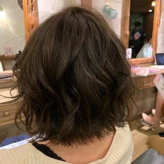 ブリーチ無し アディクシーカラー グレージュ ナチュラル ヘアスタイルや髪型の写真・画像
