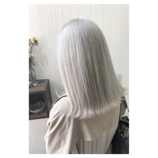 インナーカラー ホワイトアッシュ ホワイト セミロング ヘアスタイルや髪型の写真・画像