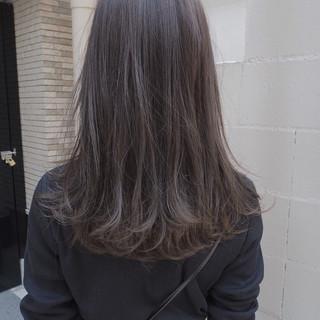 ナチュラル グレージュ ロング オフィス ヘアスタイルや髪型の写真・画像