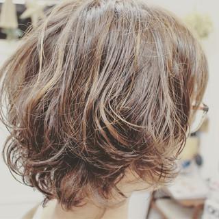 色気 パーマ ショート ゆるふわ ヘアスタイルや髪型の写真・画像