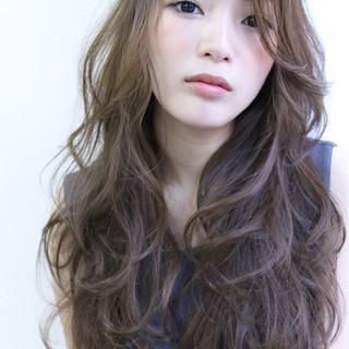 アッシュ パーマ 大人かわいい ロング ヘアスタイルや髪型の写真・画像