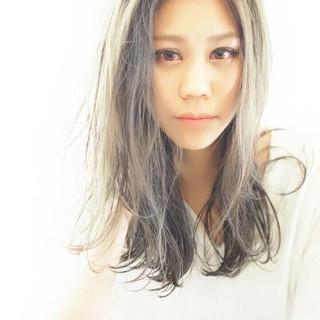透明感 外国人風 ナチュラル グレージュ ヘアスタイルや髪型の写真・画像 ヘアスタイルや髪型の写真・画像
