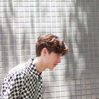 センターパート メンズ ナチュラル ショート ヘアスタイルや髪型の写真・画像