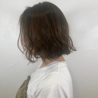 ナチュラル ミディアム イルミナカラー 切りっぱなしボブ ヘアスタイルや髪型の写真・画像