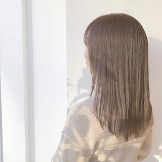 ストレート ナチュラル セミロング ナチュラルベージュ ヘアスタイルや髪型の写真・画像