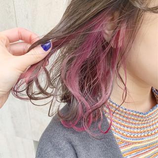 インナーカラー 切りっぱなしボブ グレージュ シースルーバング ヘアスタイルや髪型の写真・画像