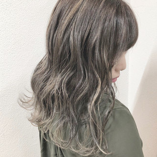 バレイヤージュ ハイライト セミロング グレージュ ヘアスタイルや髪型の写真・画像