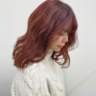 ピンクベージュ デート ミディアム ピンクカラー ヘアスタイルや髪型の写真・画像