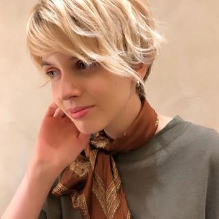 ハイトーン デート ブロンド ナチュラル ヘアスタイルや髪型の写真・画像