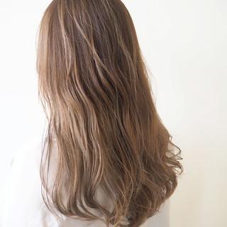ベージュ 透明感 秋冬スタイル ミルクティーベージュ ヘアスタイルや髪型の写真・画像